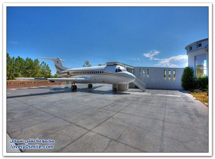 قصر فخم بمطار خاص