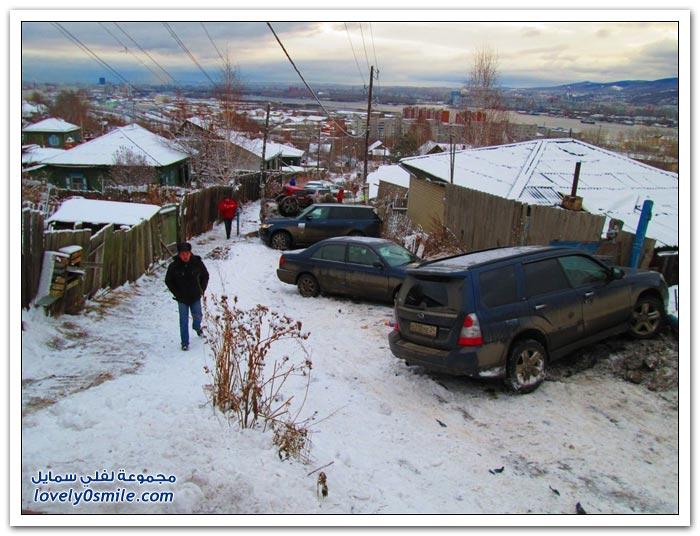 انزلاق السيارات نتيجة الثلوج في روسيا